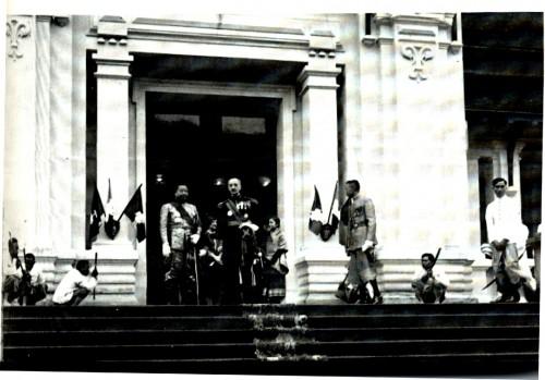 CATROUX quitte son poste de gouverneur de l'Indochine pour r.jpg