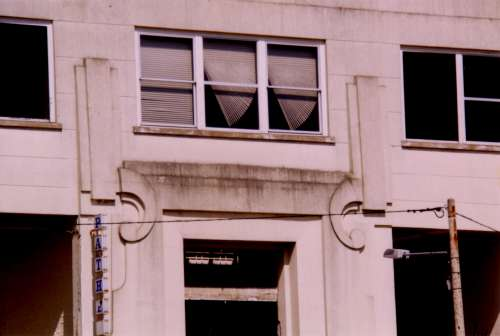 SUTTON INDUSTRIE FACADE PATHE.jpg