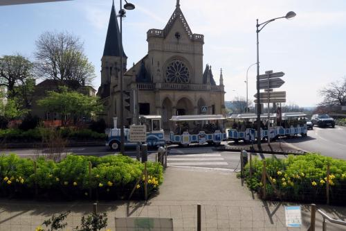 PETIT TRAIN EGLISE 1.png