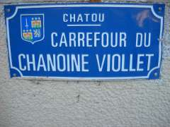 CARREFOUR VIOLLET.JPG