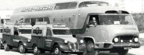 3. Superbus + 2CV.jpg